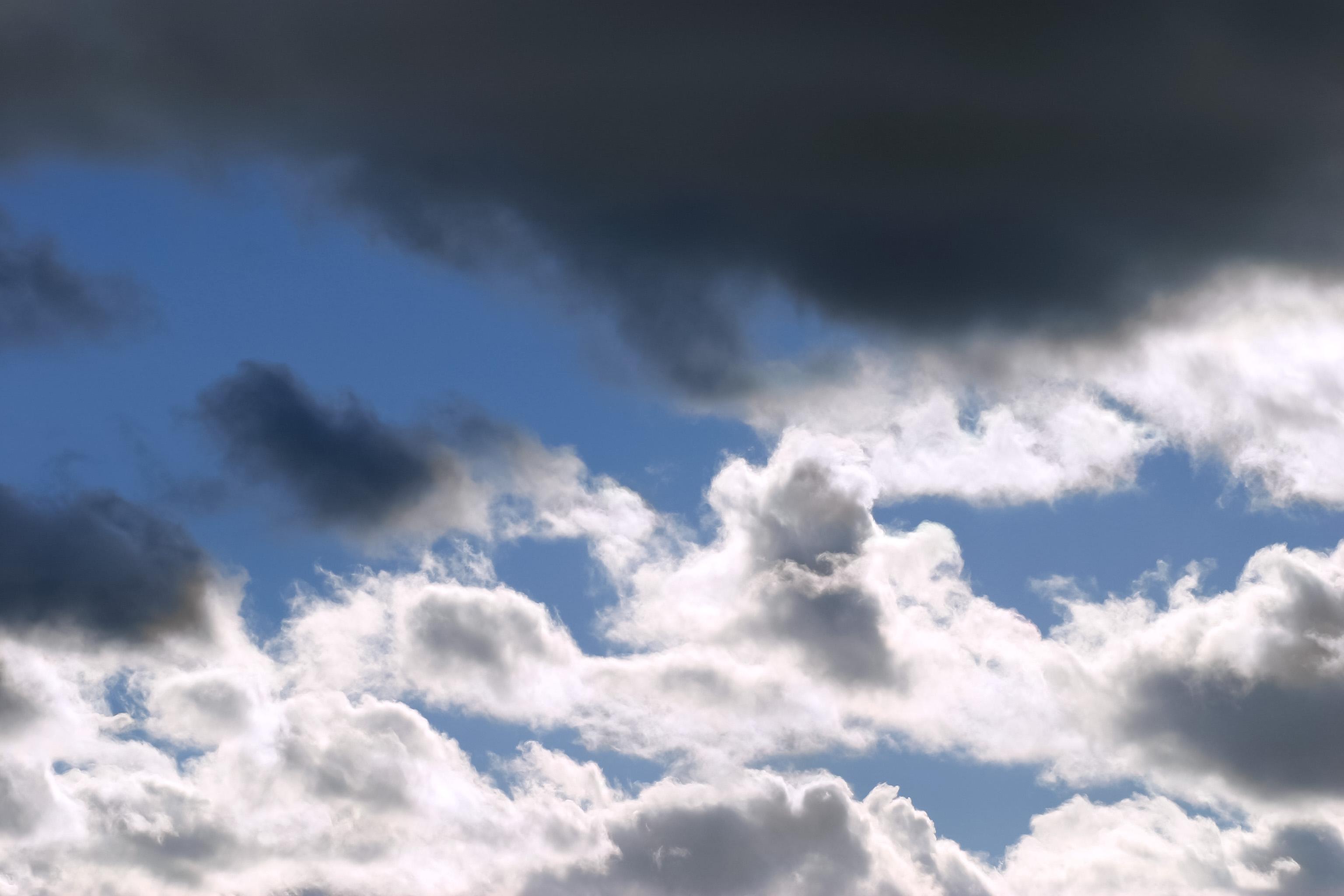黒い雲の向こうの晴れ間 Free Photos L/RGB/JPEG/350dpi