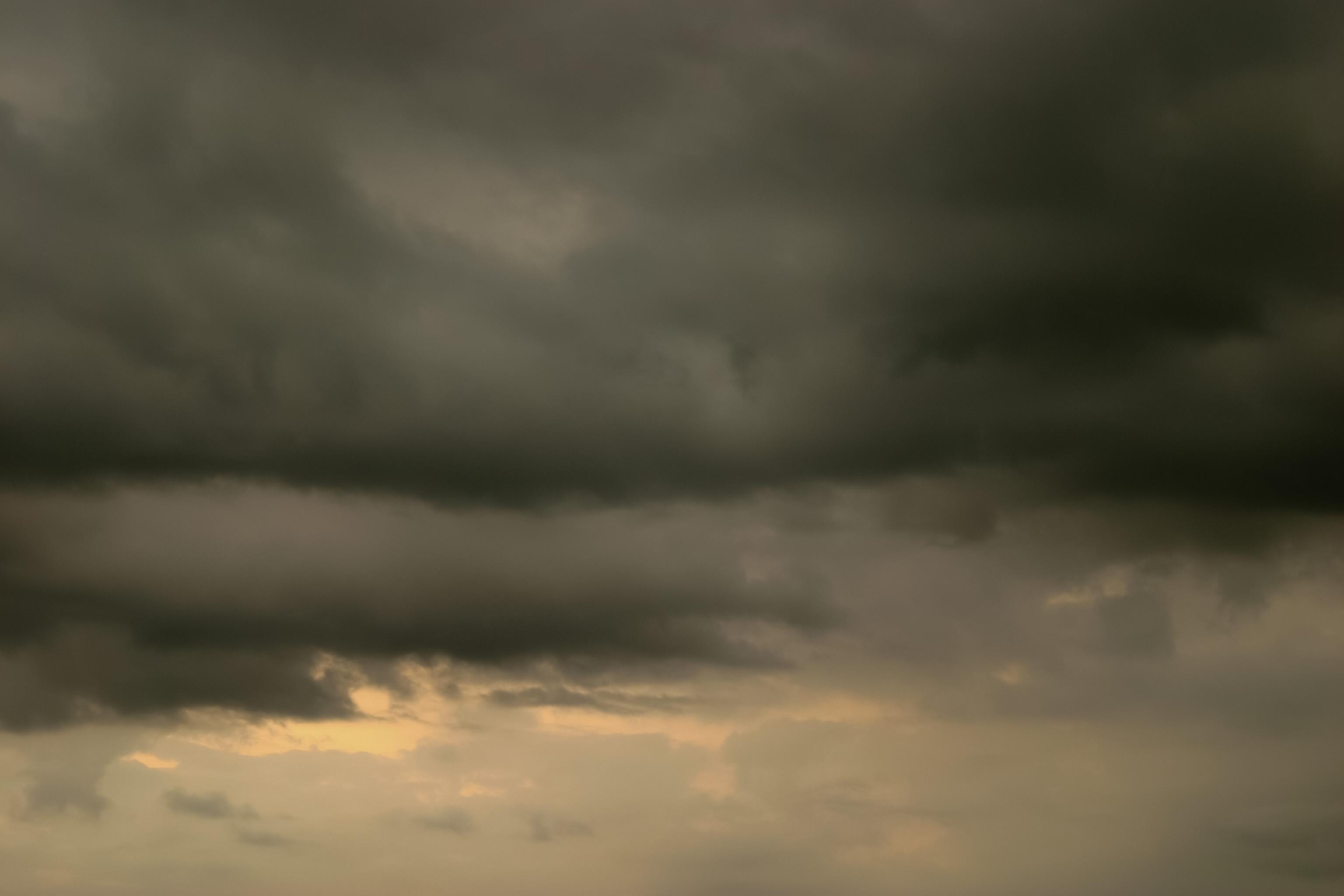 どんよりした黒い雲 Free Photos L/RGB/JPEG/350dpi