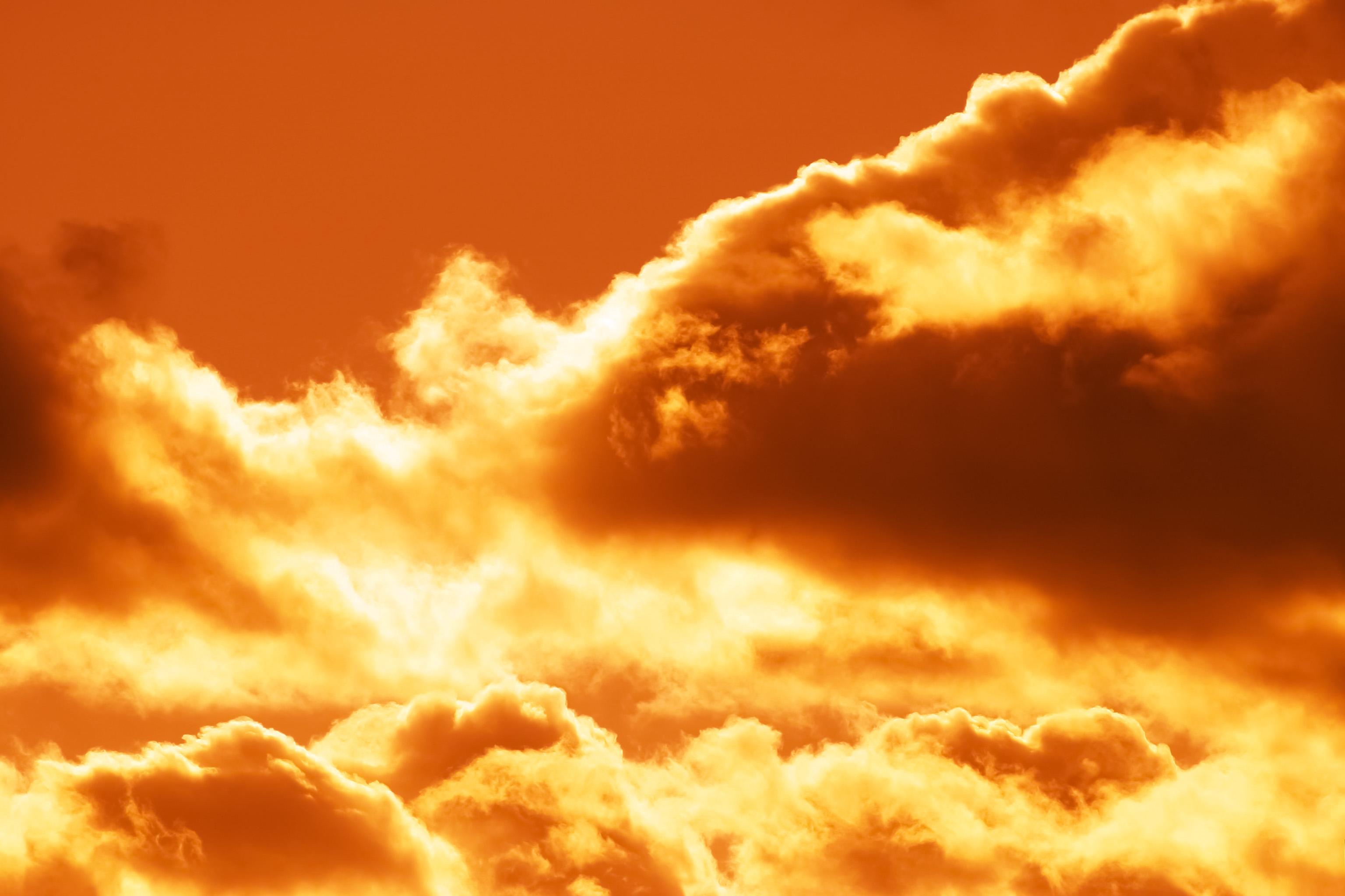 燃えるような赤い雲 Free Photos L/RGB/JPEG/350dpi
